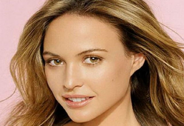 Best-hair-colors-for-hazel-eyes-and-olive-skin