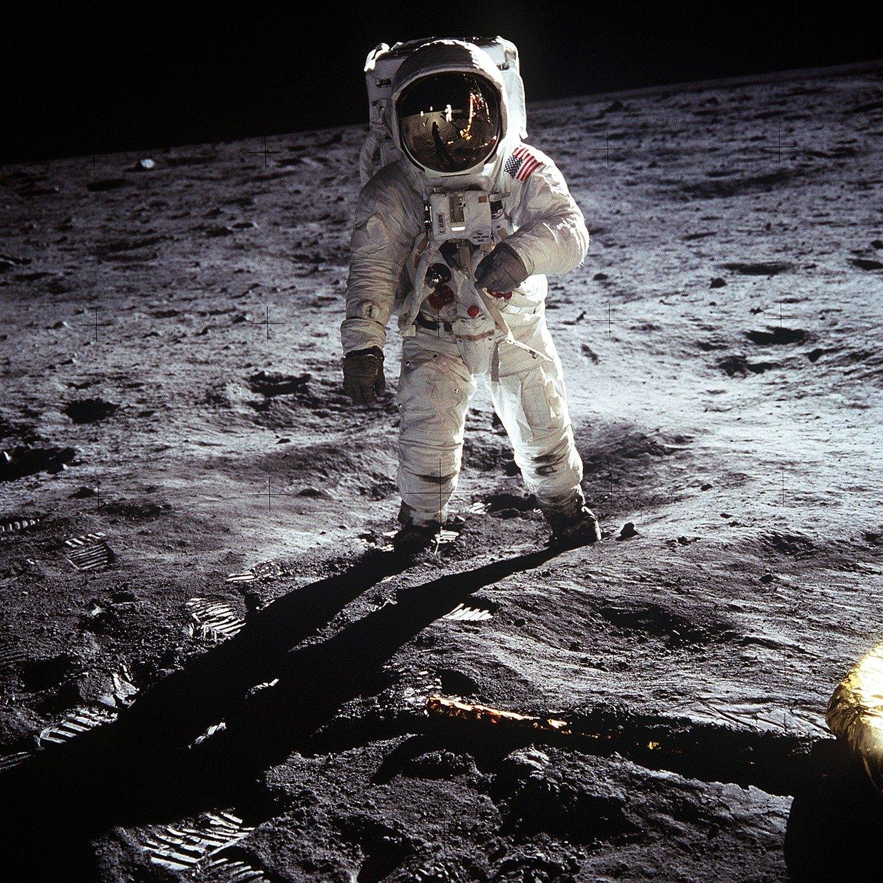 4.moonboots